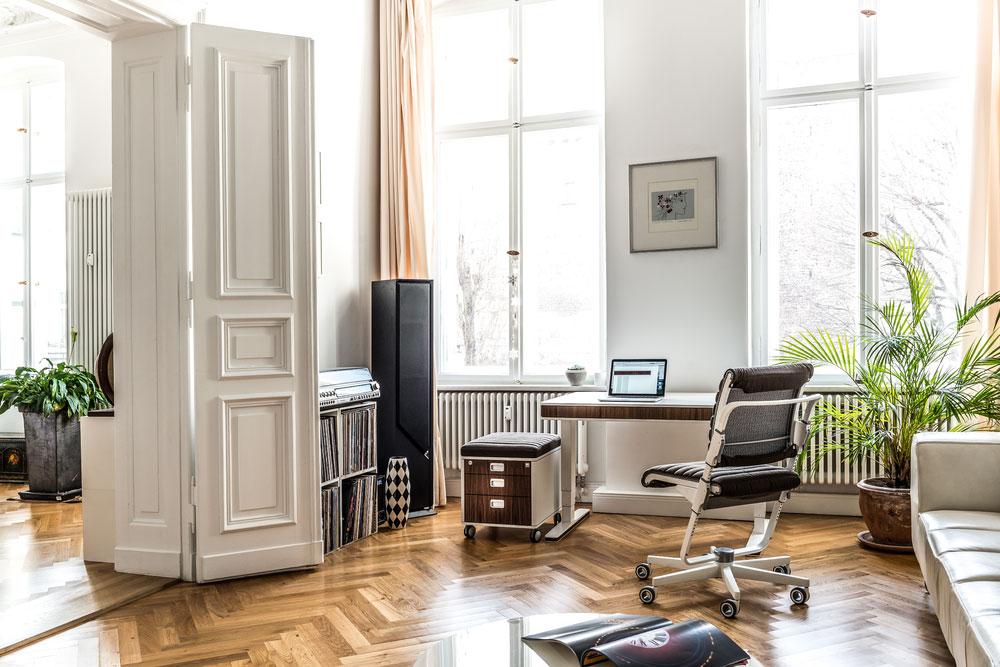 ergonomisch arbeiten im homeoffice. Black Bedroom Furniture Sets. Home Design Ideas